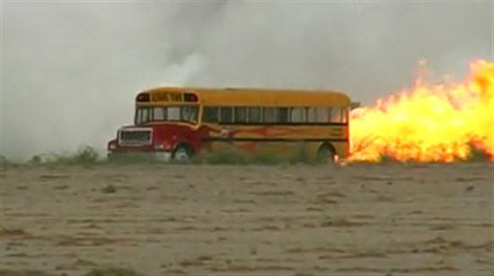 Jet-Powered-School-Bus-Go-Up-To-367-MPH-01