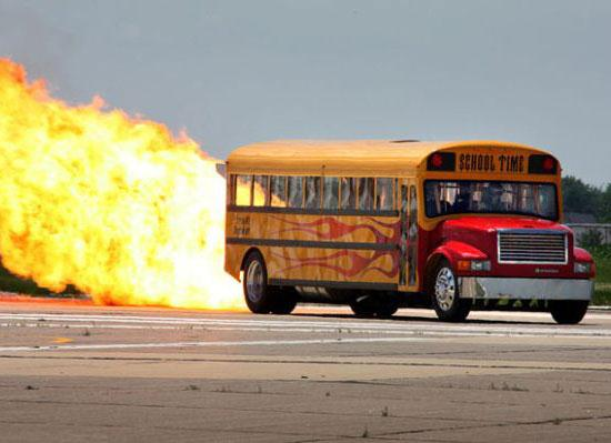 Jet-Powered-School-Bus-Go-Up-To-367-MPH-02