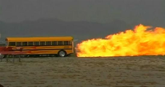 Jet-Powered-School-Bus-Go-Up-To-367-MPH-03