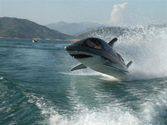 Seabreacher-X-Personal-Shark-Shaped-Watercraft-02