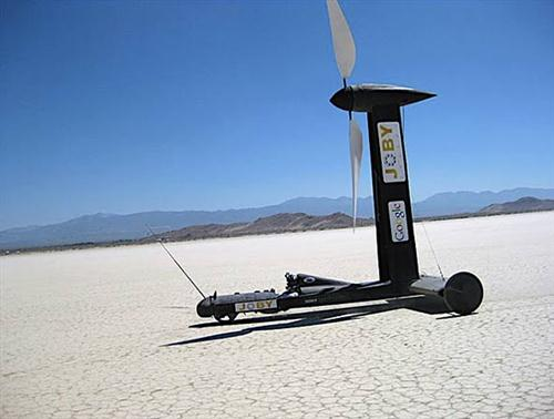 Blackbird-Wind-Cart-Powered-by-Only-By-The-Wind-02