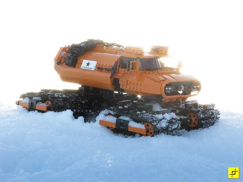LEGO Snow Vehicle - Stilzkin Indrik-01