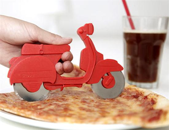 Motorino Pizza Cutter - 01