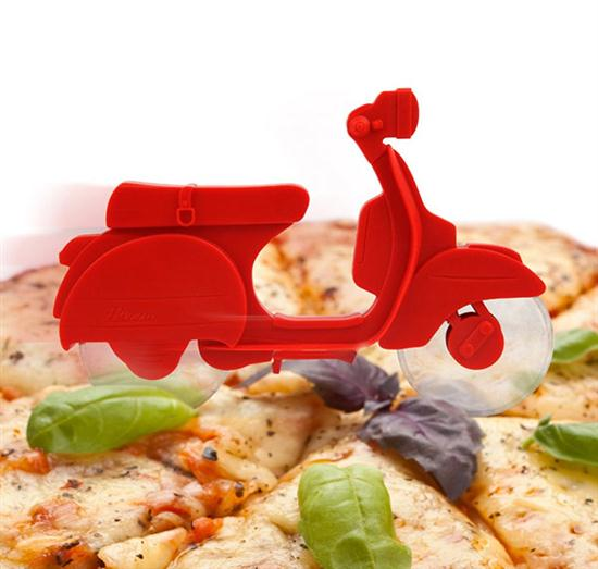 Motorino Pizza Cutter - 02