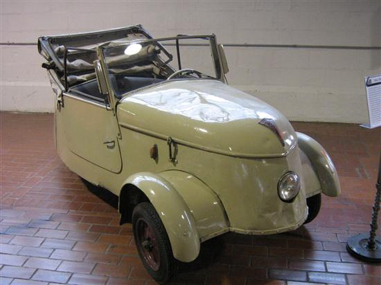 1942 Peugeot VLV Electric Microcar - 01