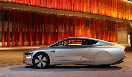 Volkswagen XL1 Gets 62 Miles on Only One Liter of Fuel - 02