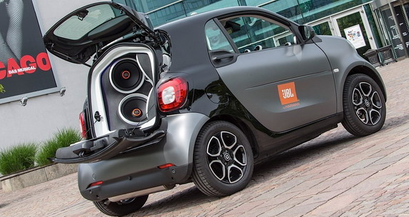 jbl smart fortwo forgigs cars show. Black Bedroom Furniture Sets. Home Design Ideas