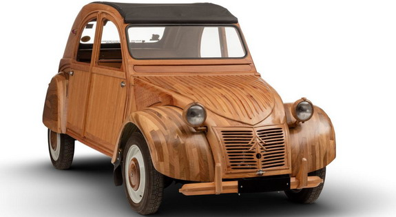 Wooden Sculpture of Citroën 2CV