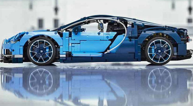 Bugatti Chiron Lego Technic kit 2018 with 3599 blocks inside