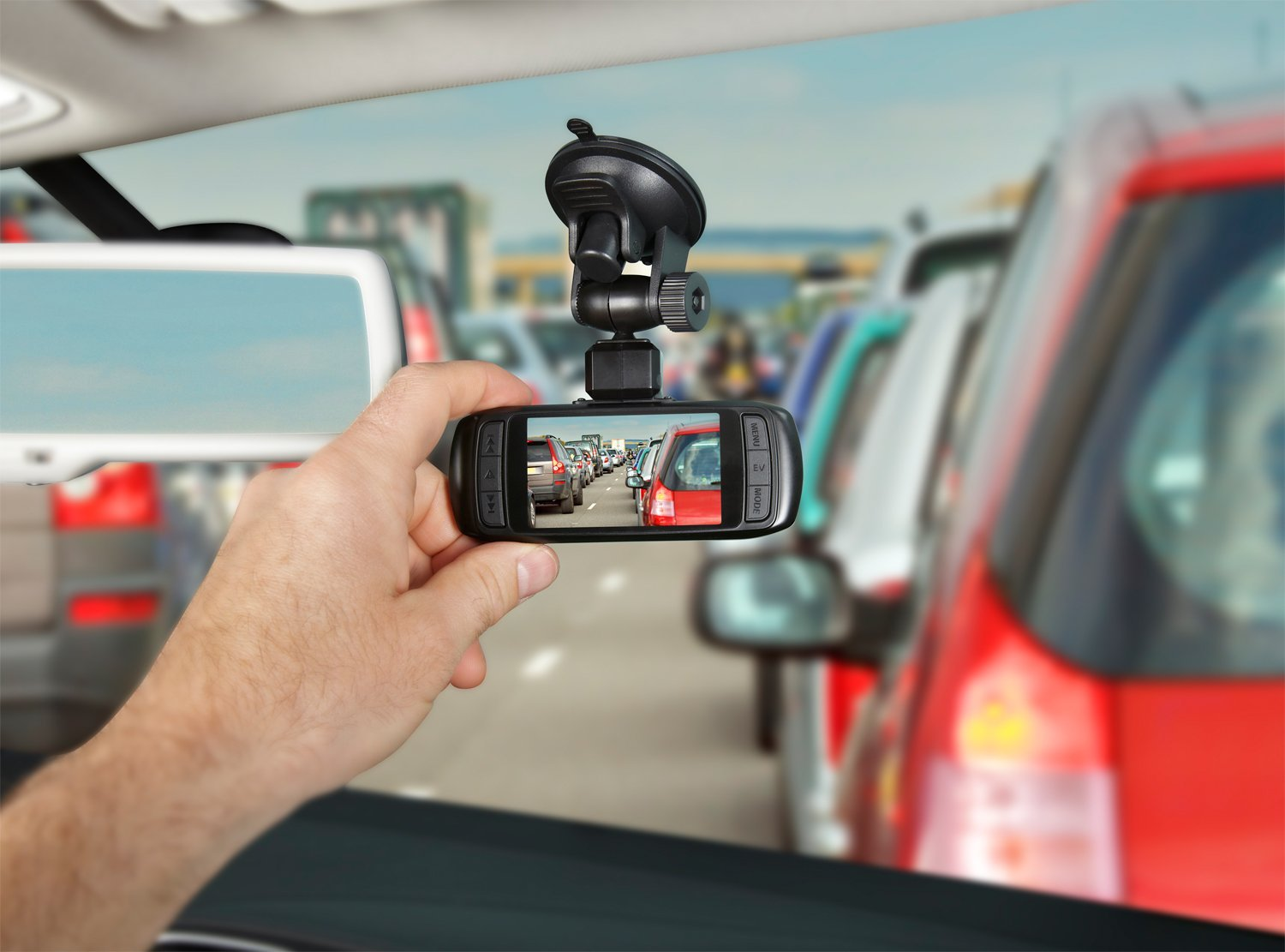 5 Reasons why you need a car dash camera